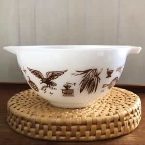 Vintage Early American Pyrex 1.5 Pint Serving Bowl